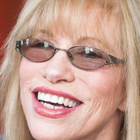 Nackt Carly Simon  Beth Behrs