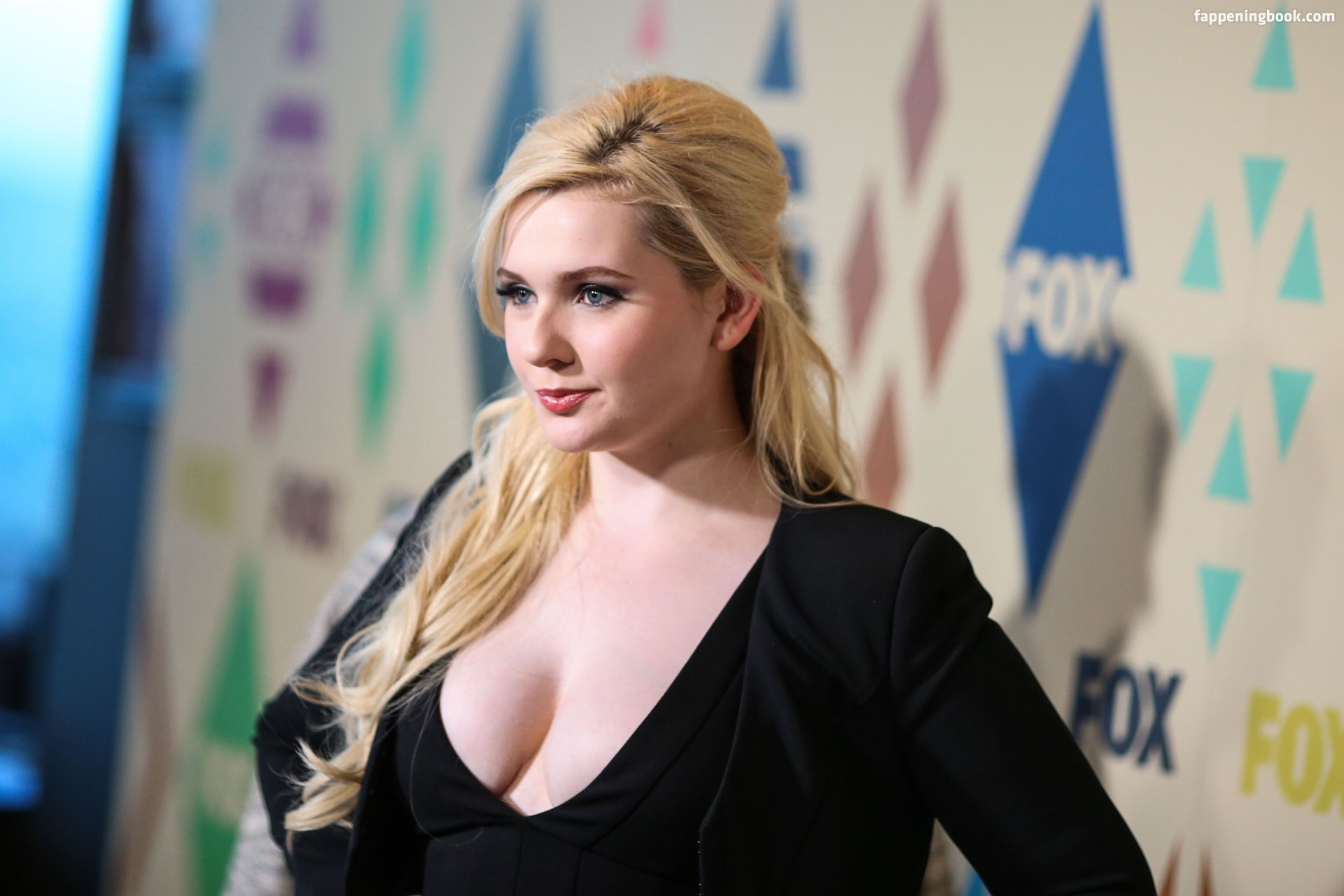 Abigail Breslin Nude, Sexy, The Fappening, Uncensored