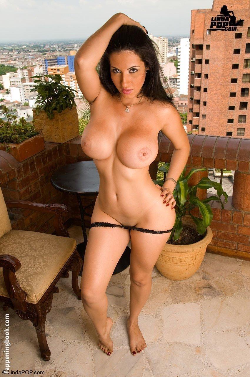Adriana Cardona  nackt