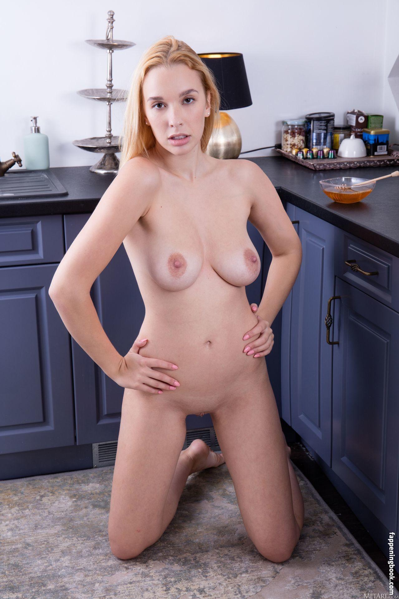 Agatha Nude