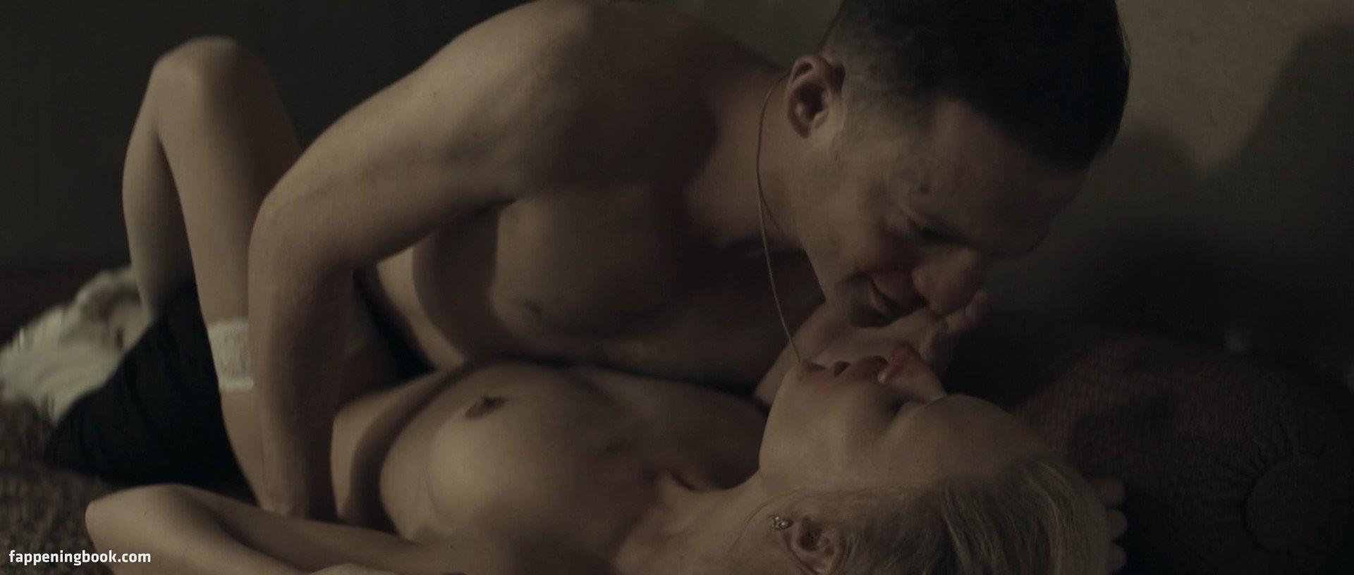 Nighy nackt Mary  Karen Gillan