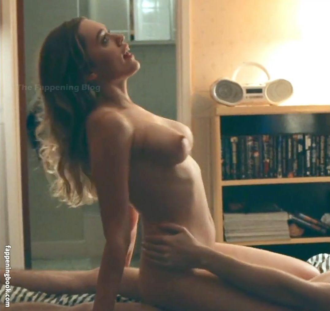Aimee nackt Wood Lou Sex Education's