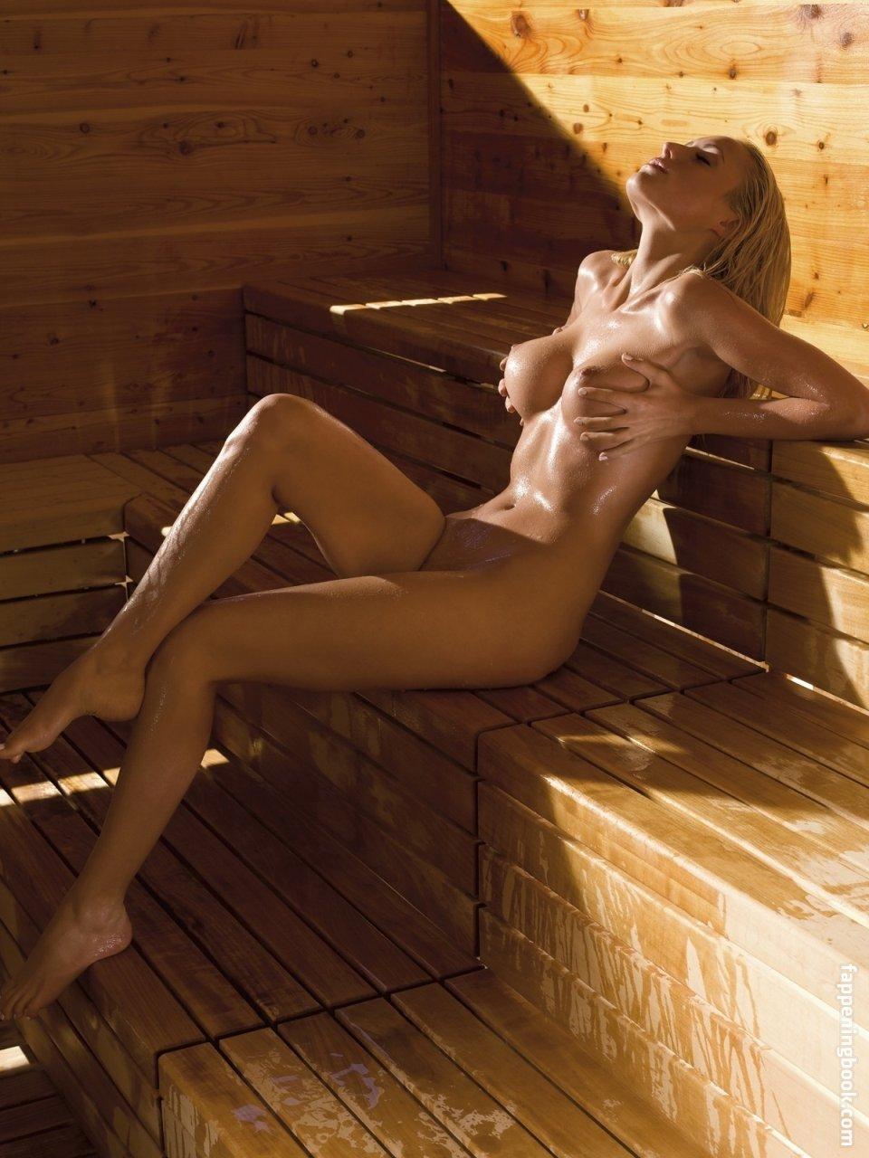 Terann Hilow  nackt