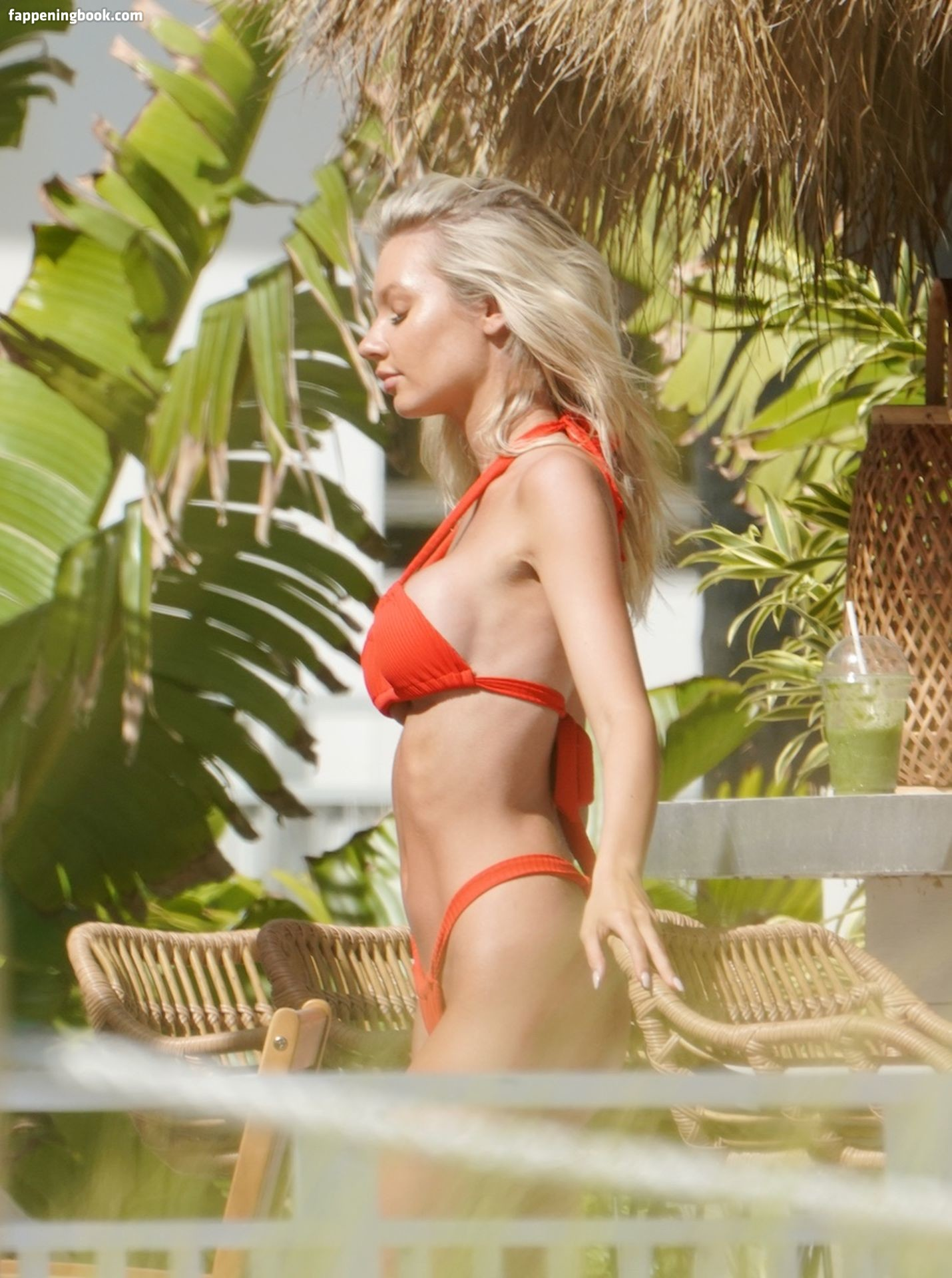 Alexa Collins Nude