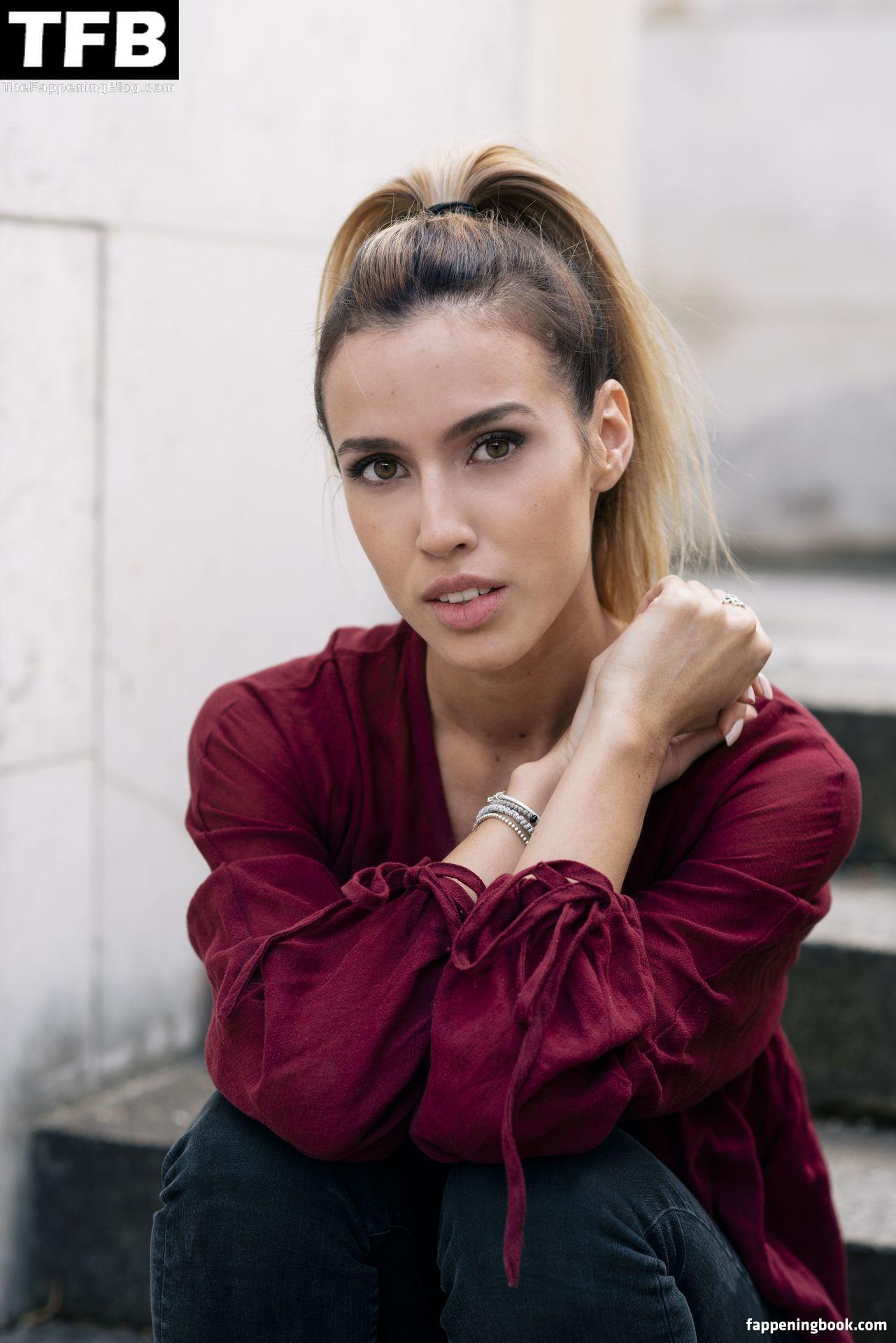 Alexandra Fonsatti Nude
