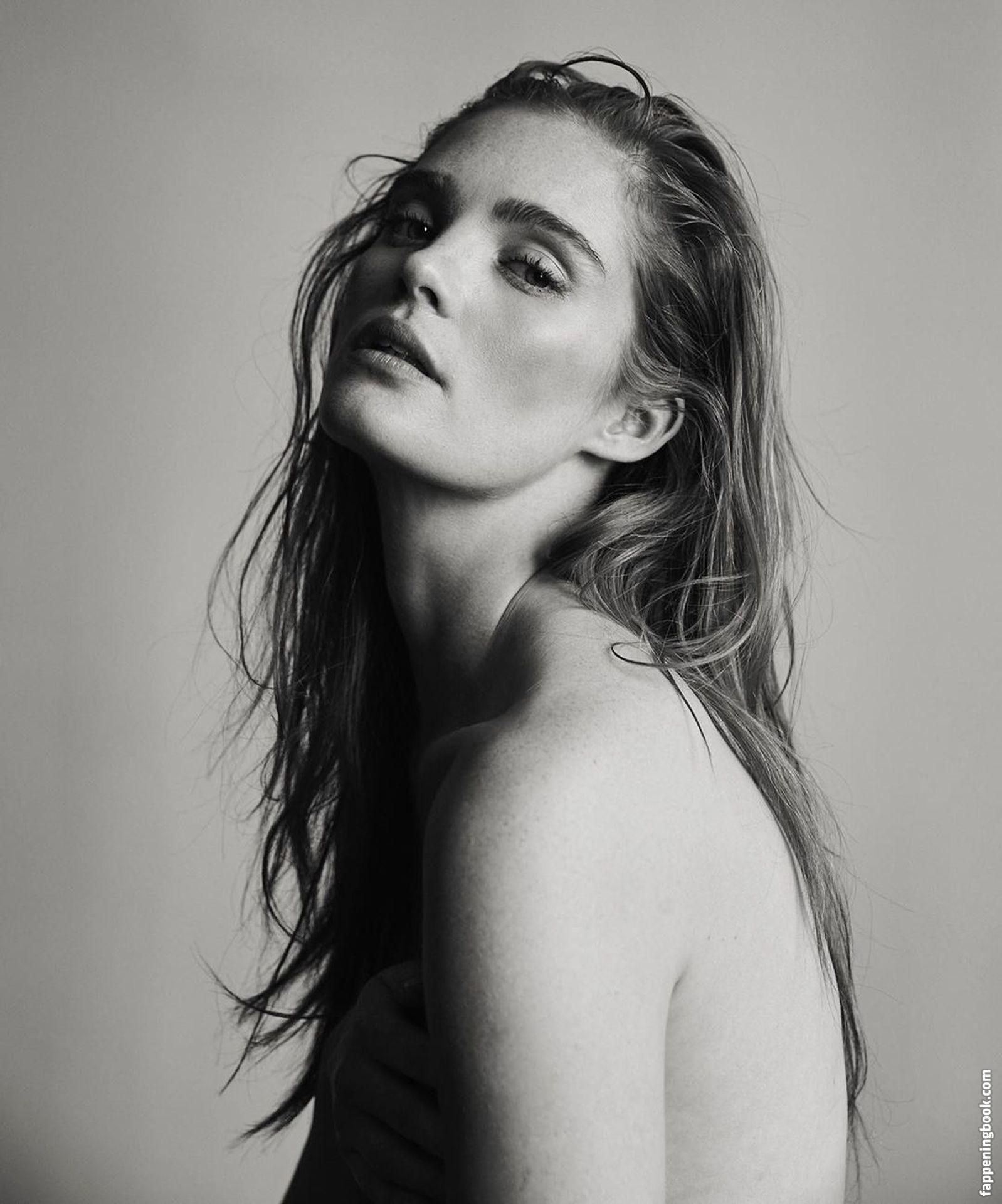 Melanie Lamon  nackt