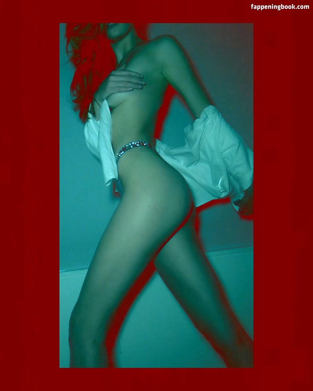 Alexina Graham Nude