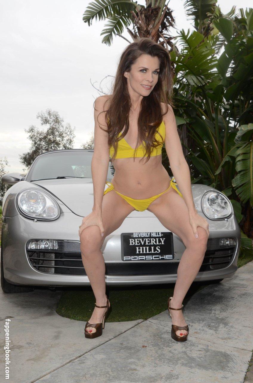 Topless Jennifer Sarah Marin Rivell Nude Pic