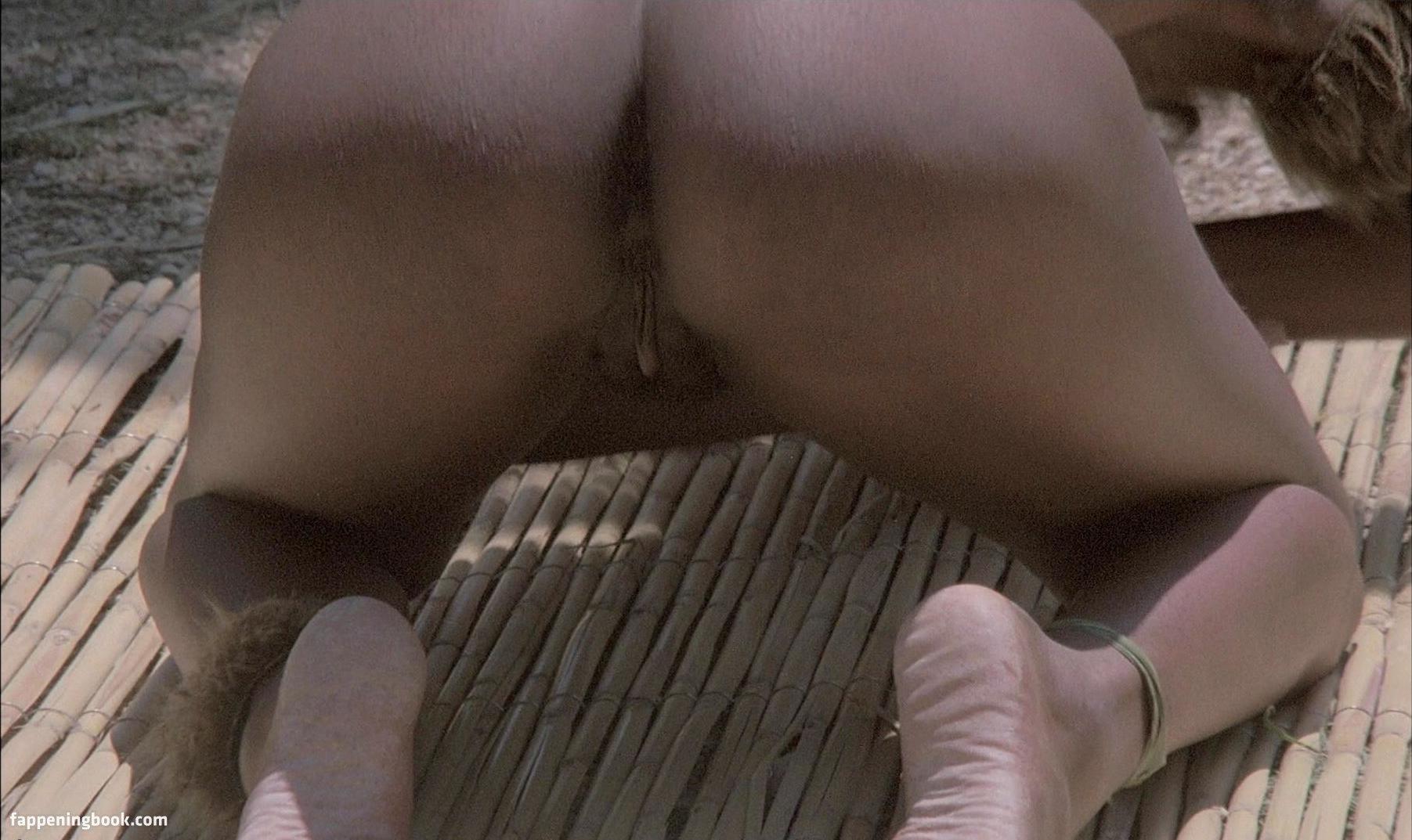 Aline Mess  nackt