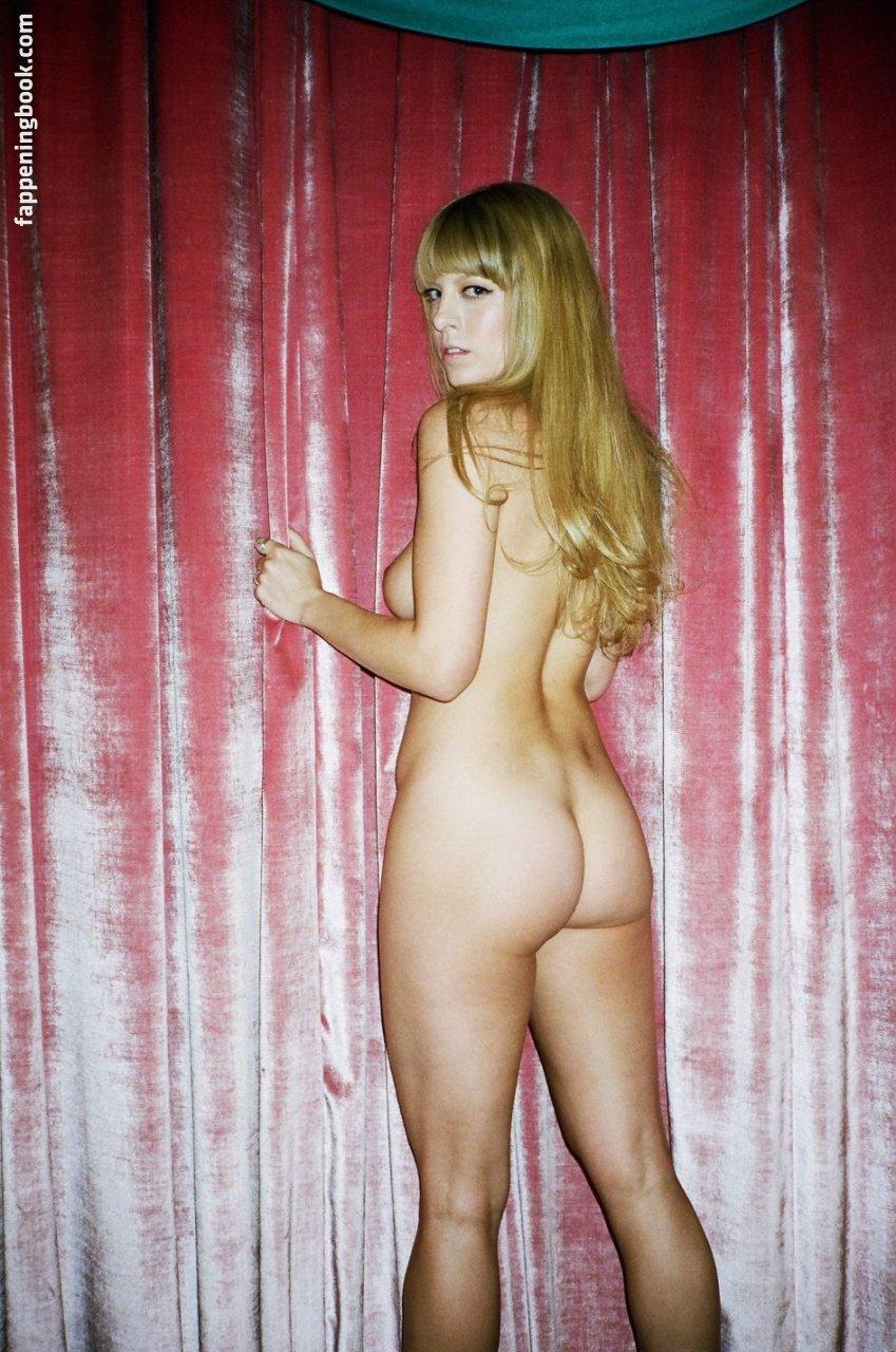 Alix Brown Nude