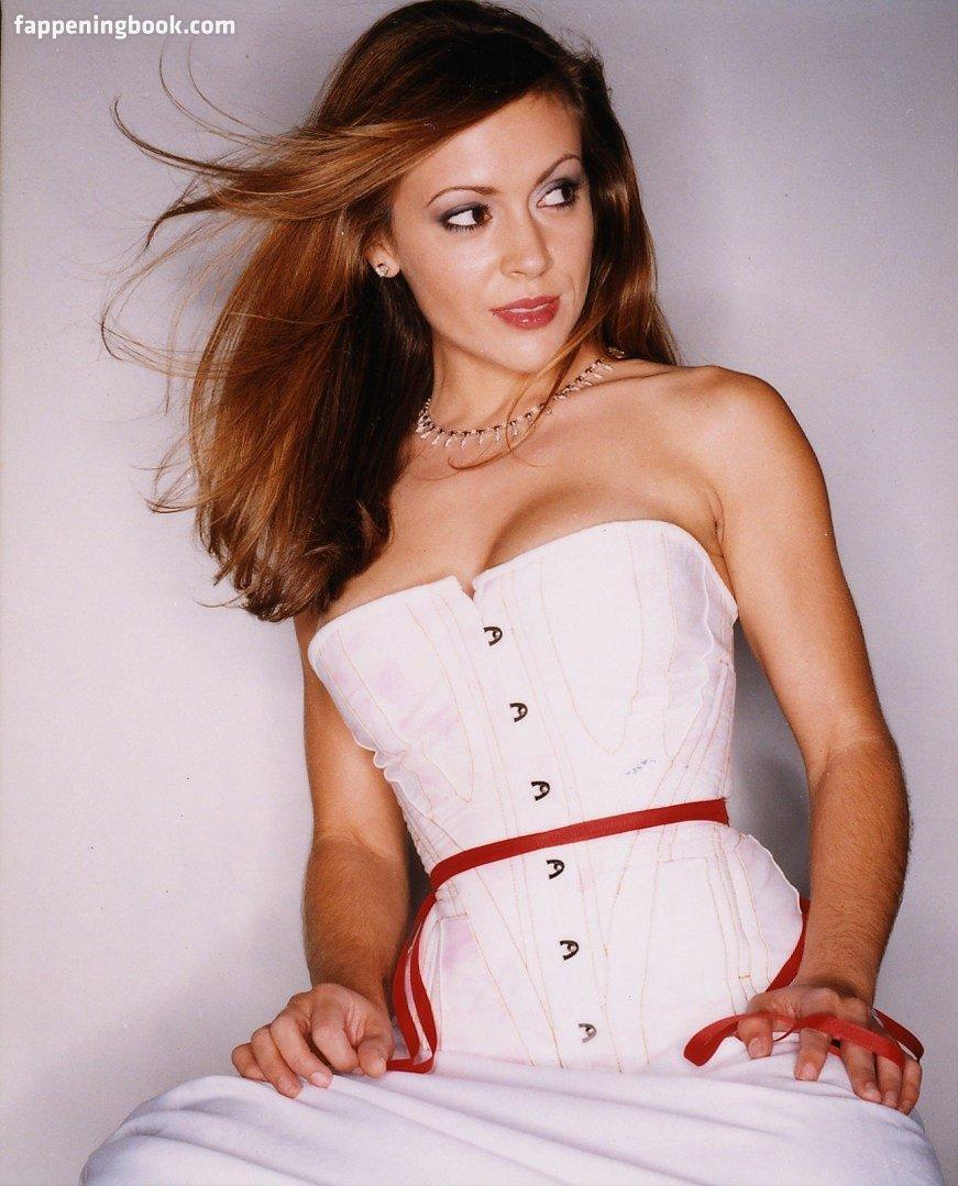 Alyssa Milano Nude, Sexy, The Fappening, Uncensored - Photo #23369 - FappeningBook