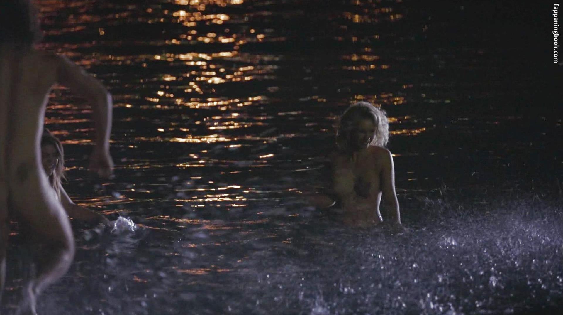 Amanda Bathgate Nude