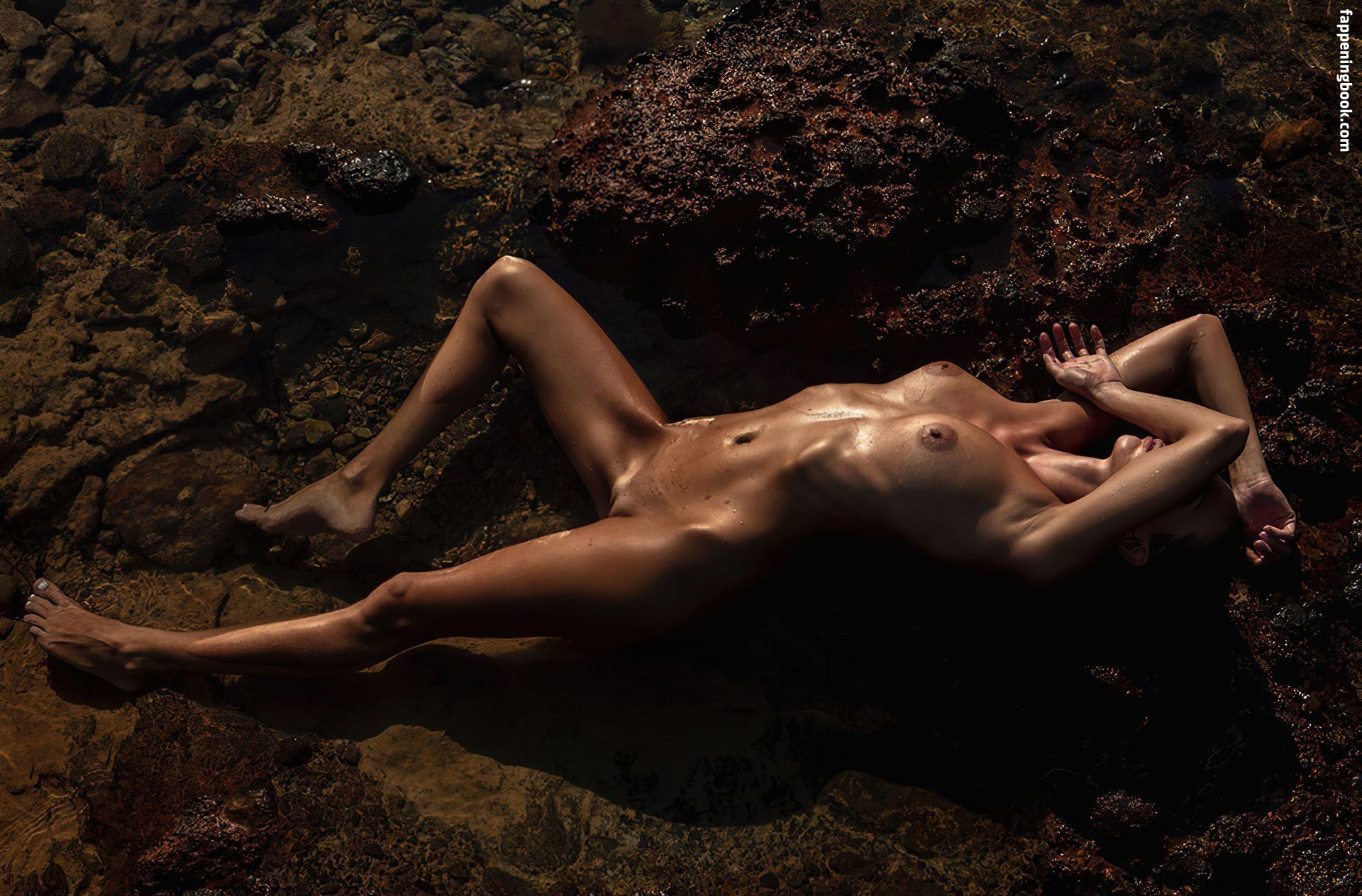 Renee Phillip  nackt