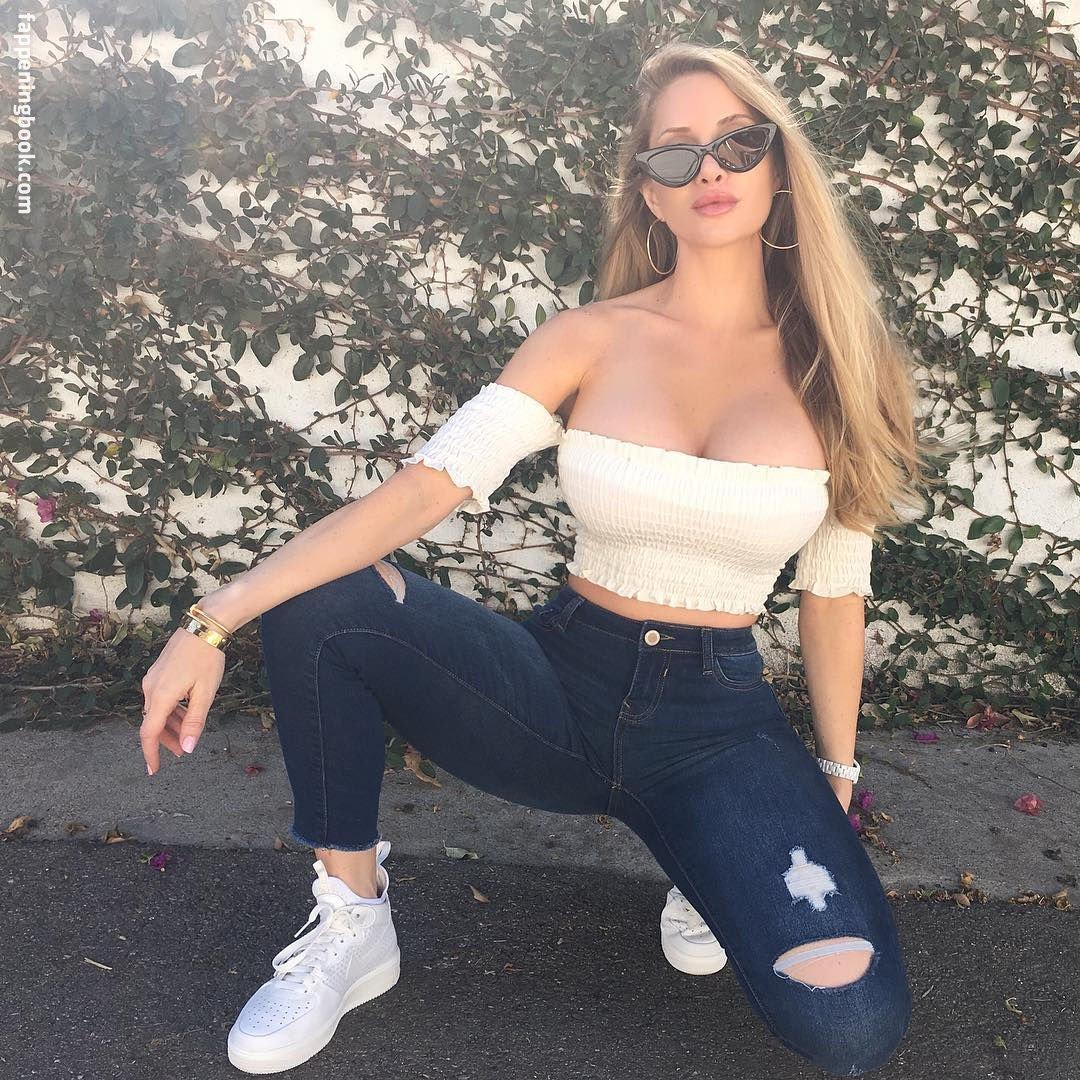 Amanda Lee Nude