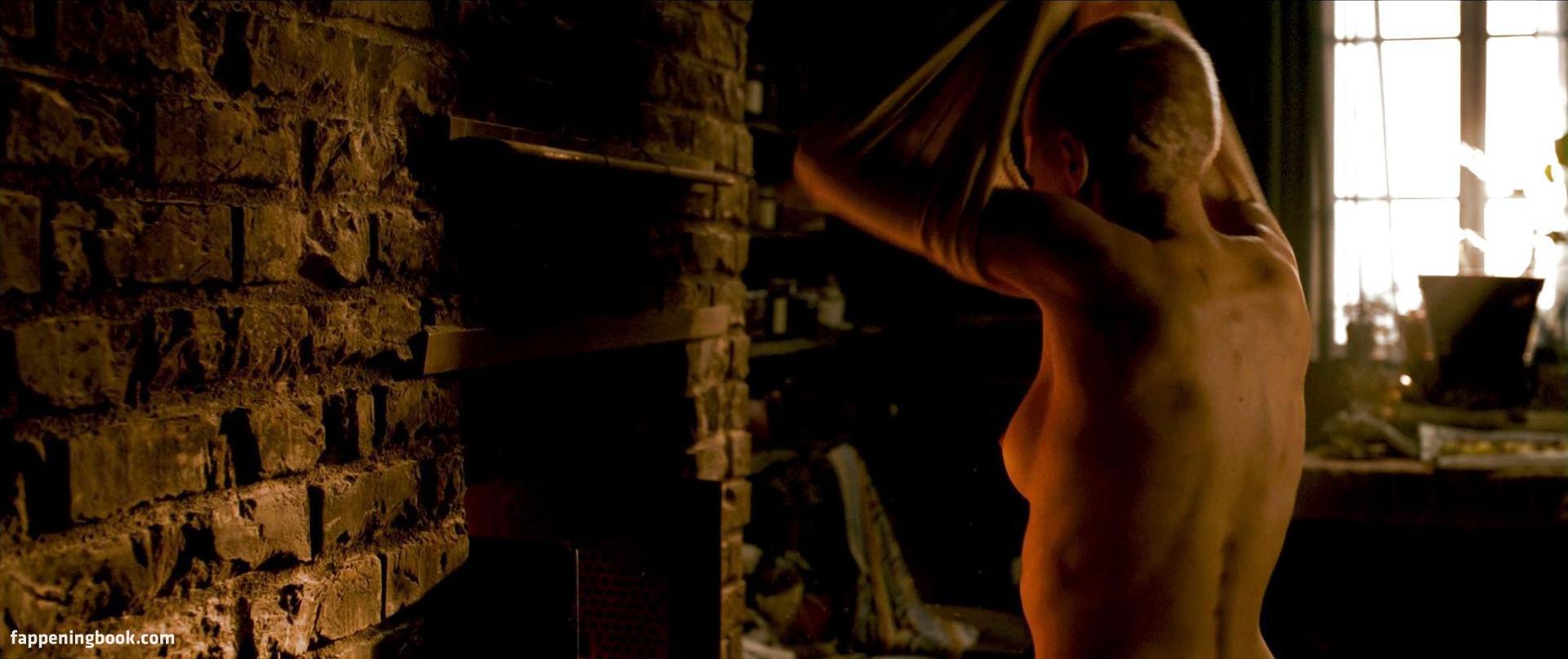 Amanda Pilke Nude