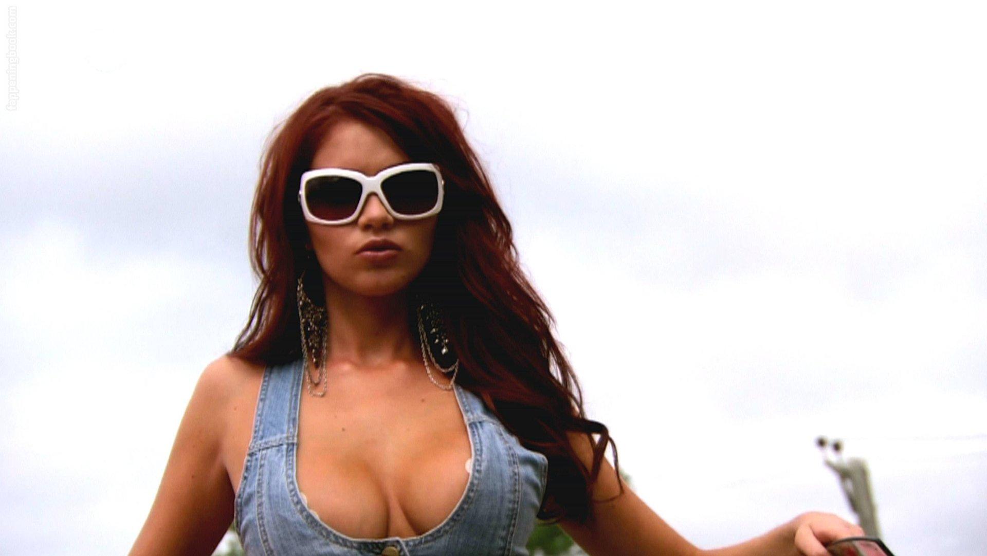 Celebrity Melina Lopez Nude Png