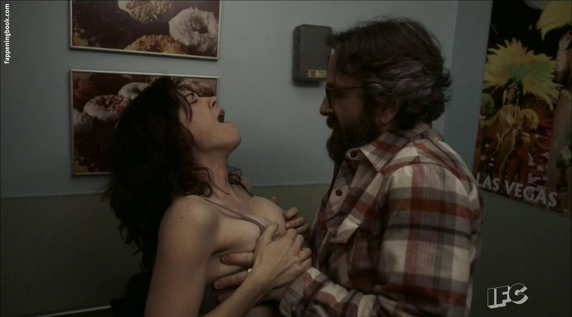Amy Pietz Naked