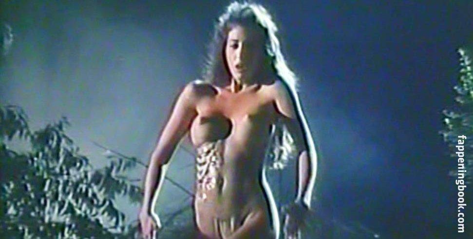 Laura Aikman  nackt