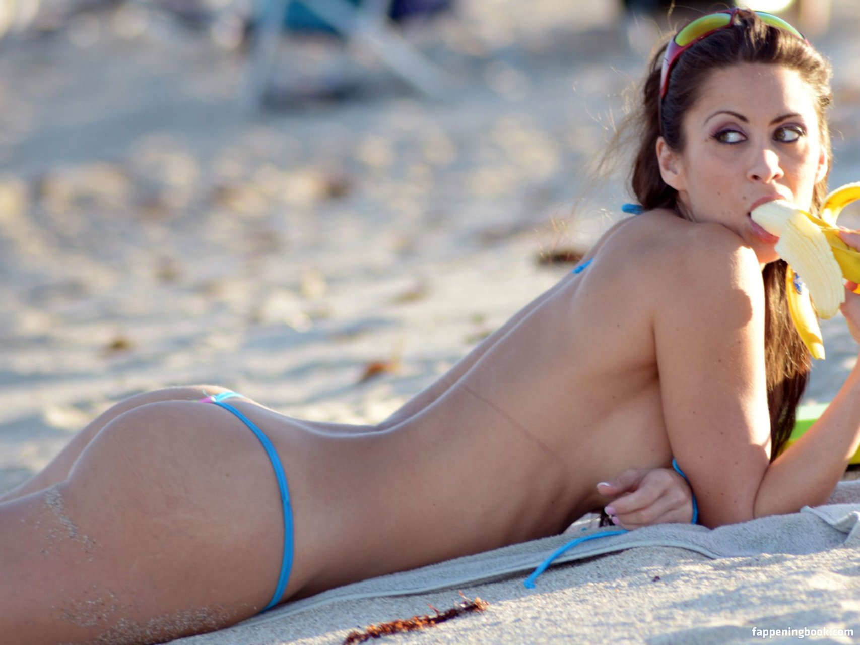 Noah Cyrus Nude Photos Leaked Pics