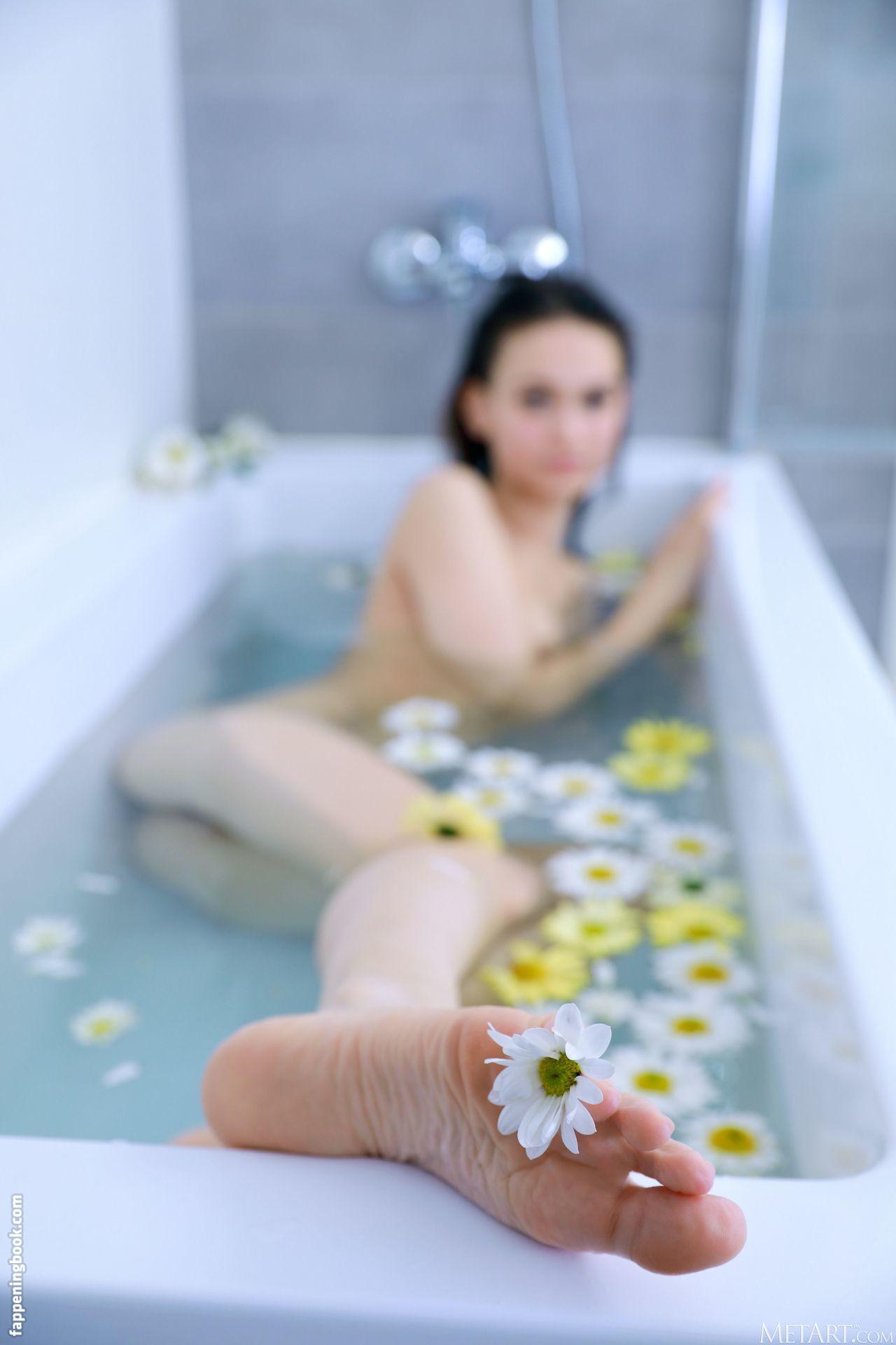 Anastasia Bella Nude