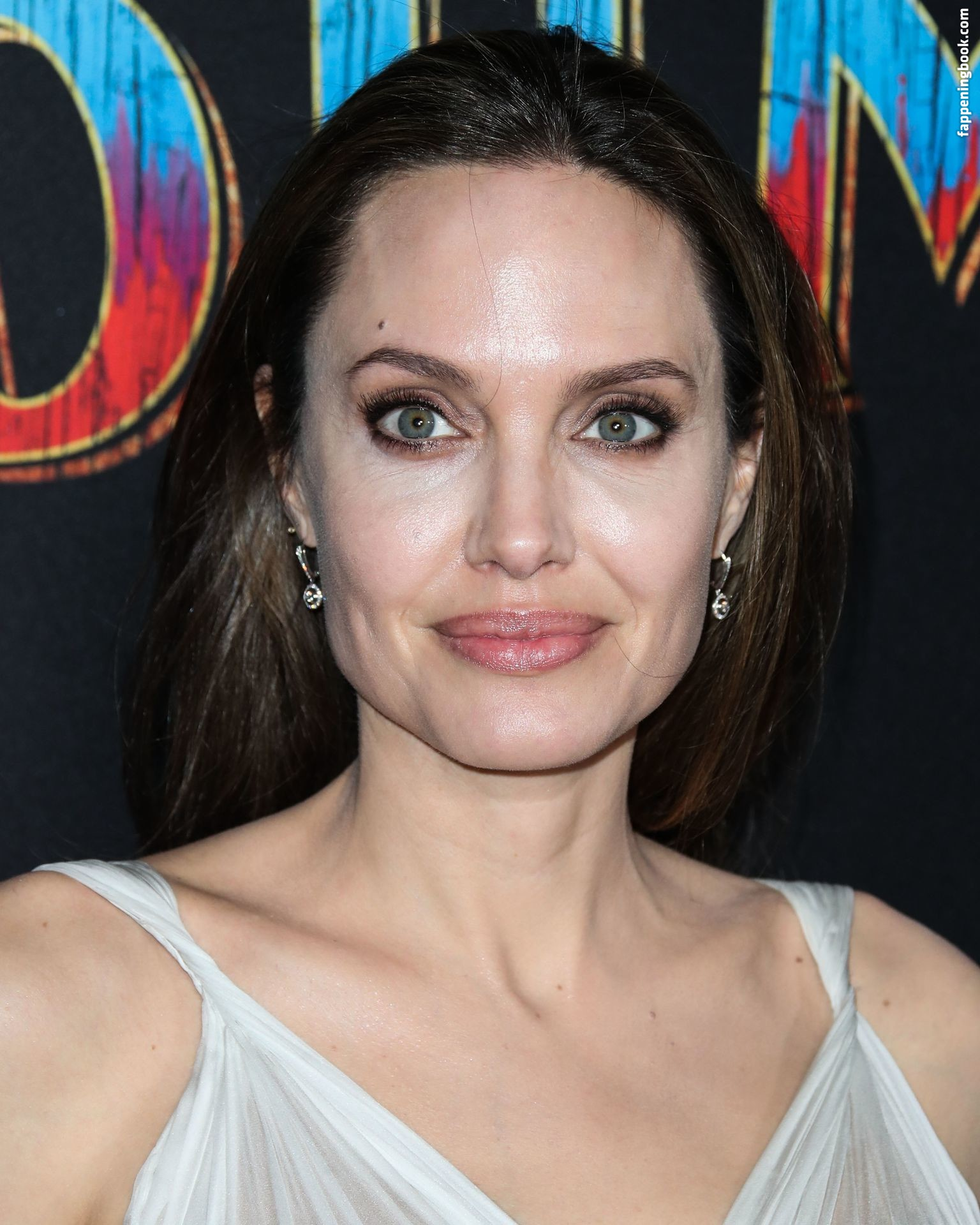 Topless Angelina Jolie Nude Hot Free Pictures