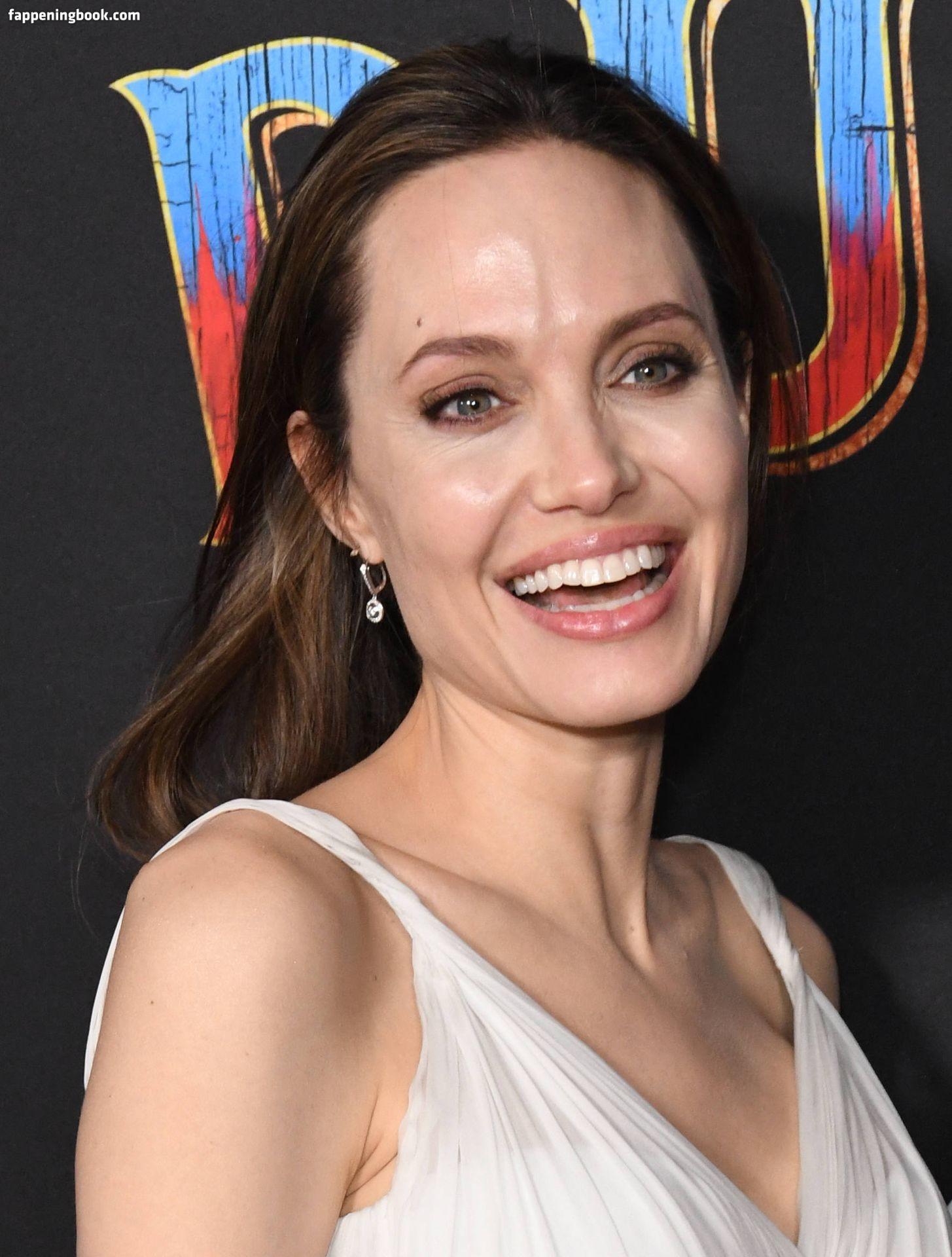 Celeb Angelina Jolie Nude Hot Free Images