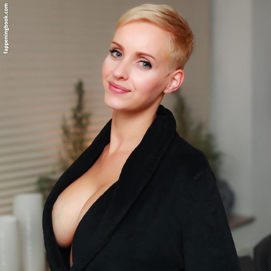 Caroline Champetier  nackt