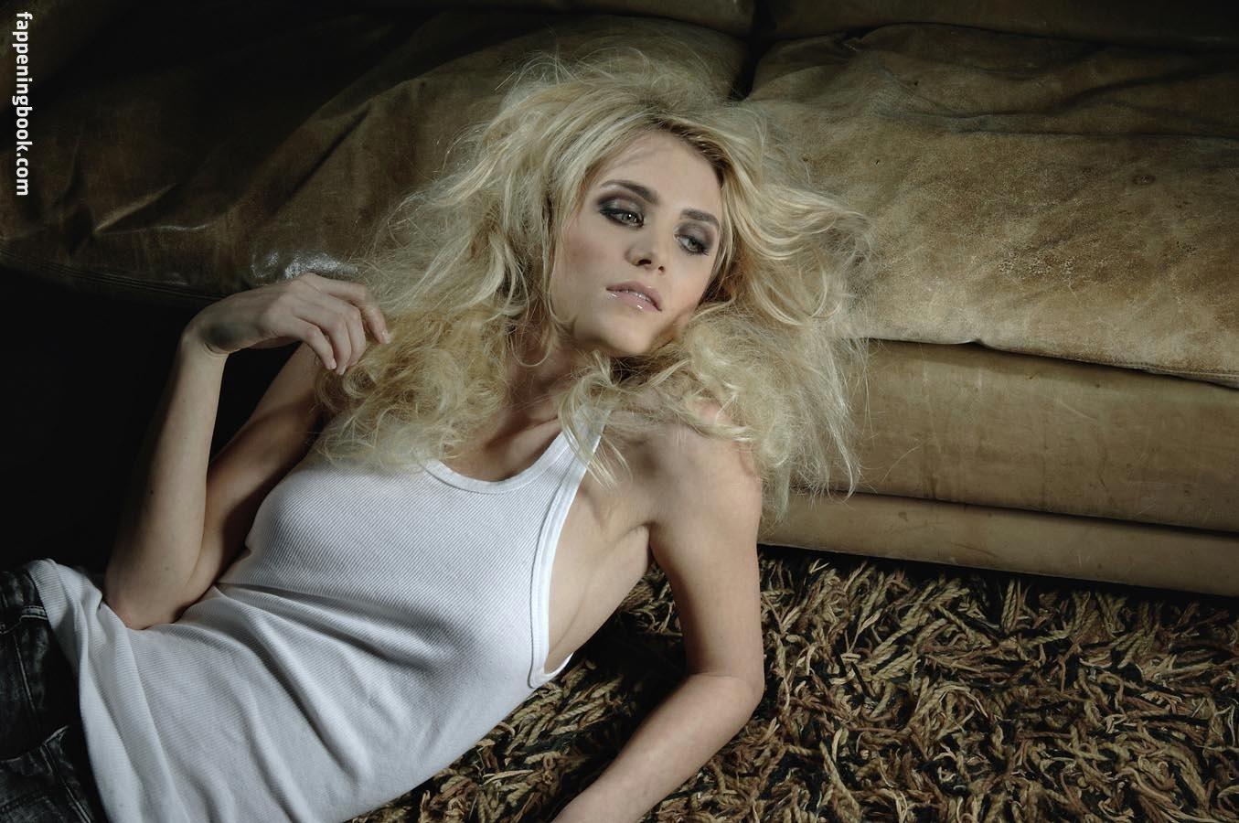 Courtney Jarrell  nackt