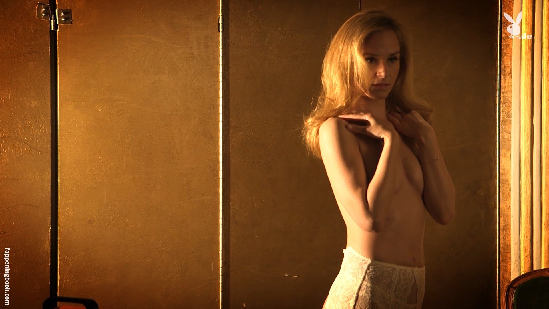 Victoria Mahoney  nackt