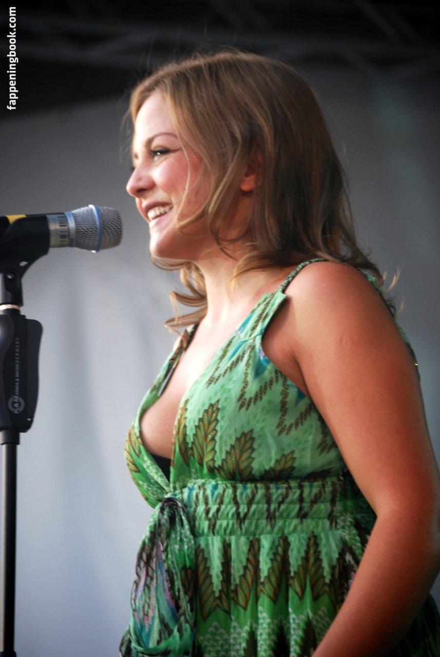 Yvette Hiver  nackt