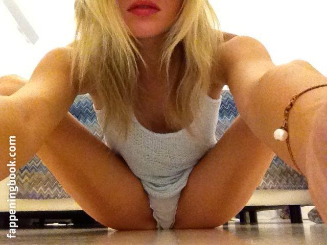girls naked big tits blonde teens