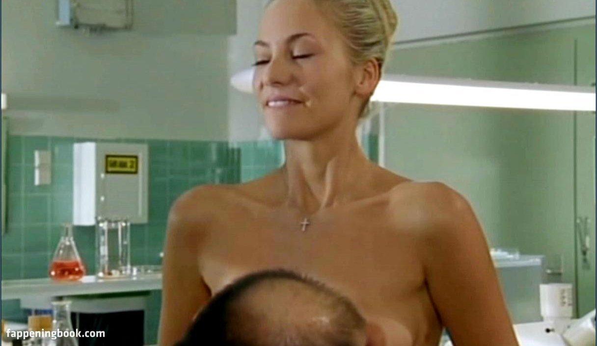 Weiland nude zoe Zoe Weiland