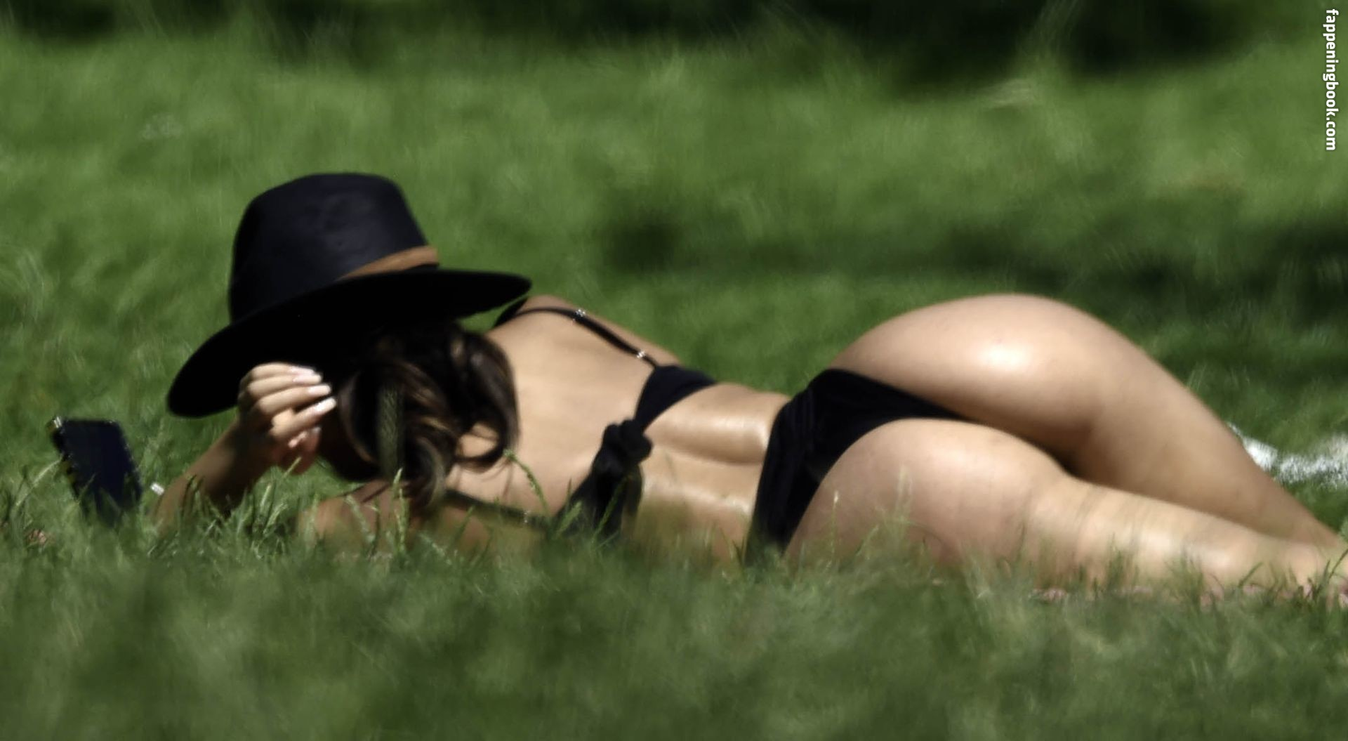 Arianna Ajtar  nackt