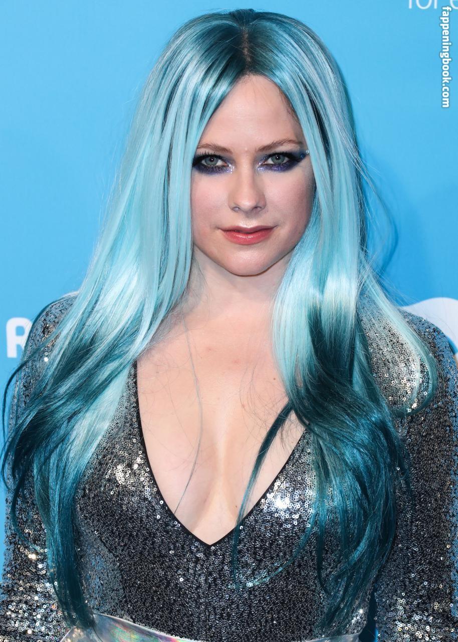 Avril Lavigne Nude, Sexy, The Fappening, Uncensored