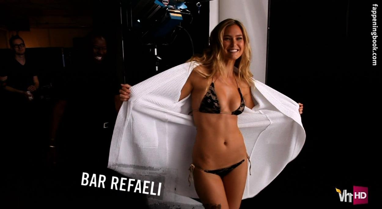 Michael phelps bar refaeli get wet