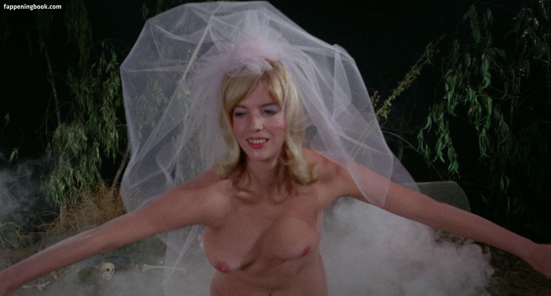 Amy Erbacher  nackt