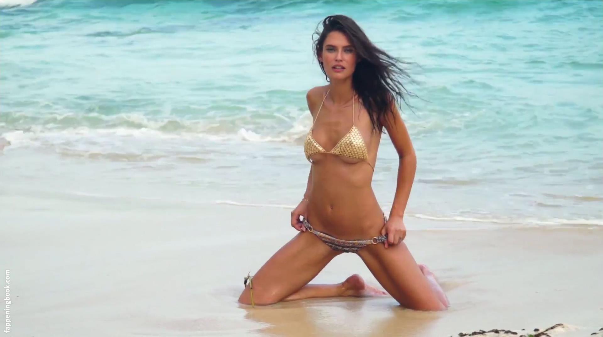 Sara Corrales  nackt