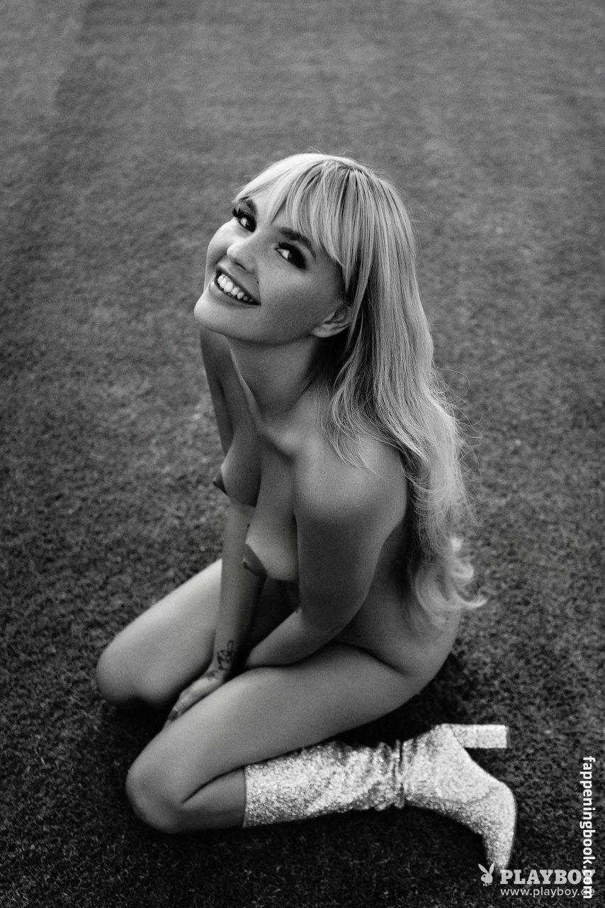 Nora Brandeis  nackt