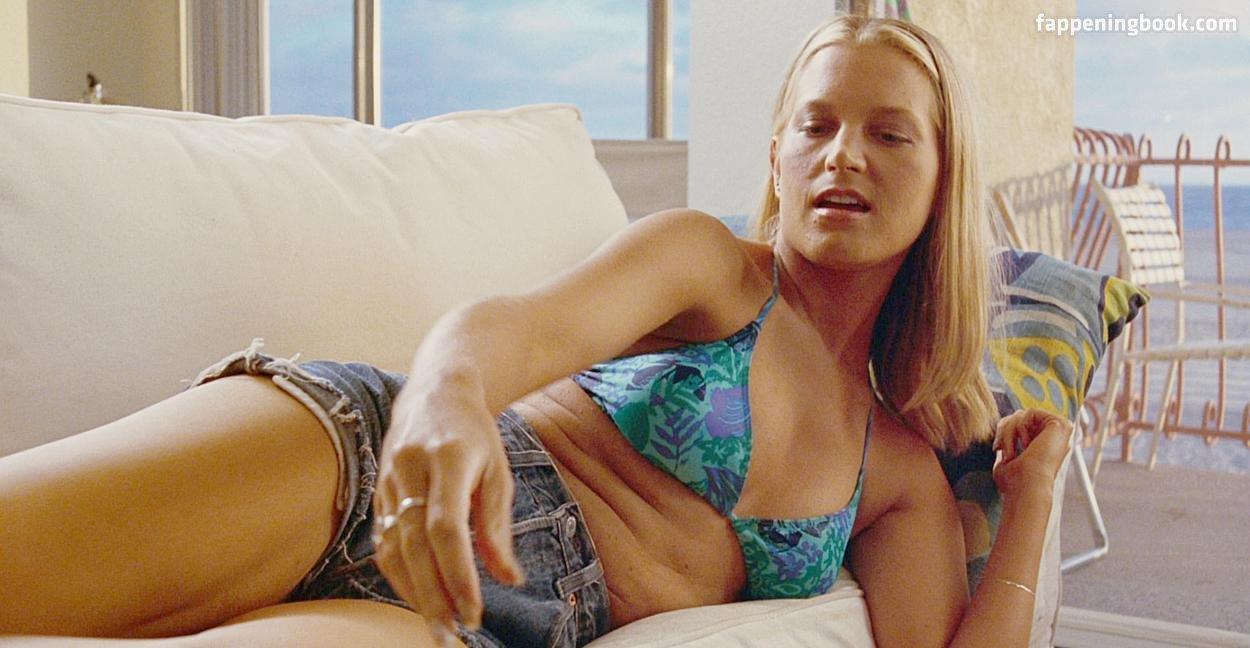 Bridget Fonda Nude Photos Leaked Online - Mediamass