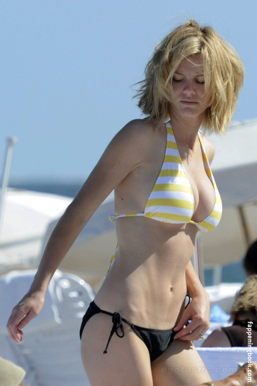 Brooklyn Decker Nude - 4 Pictures: Rating 8.91/10