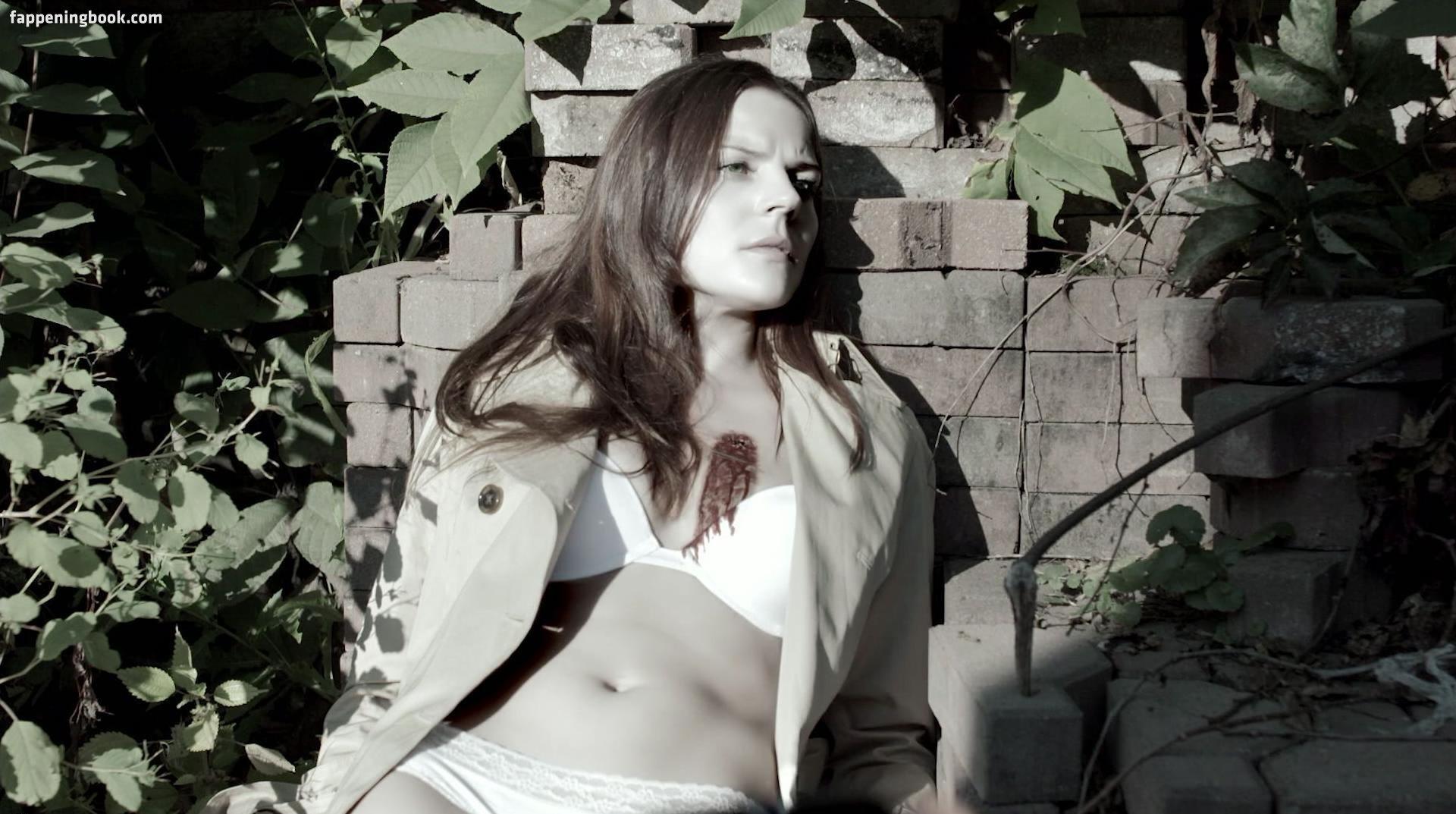 Carlee Avers Nude