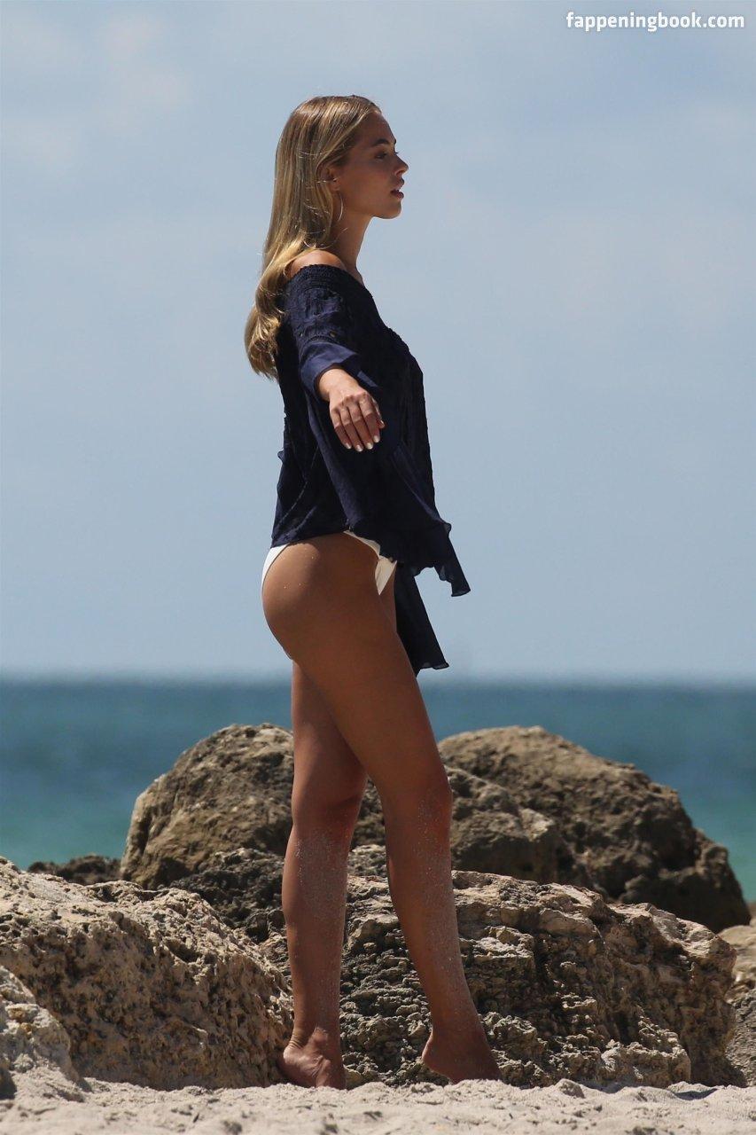 Caroline Kelley Nude