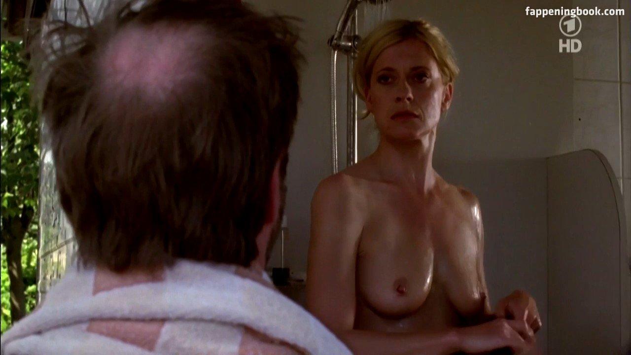 Nackt  Caroline White Caroline Vreeland