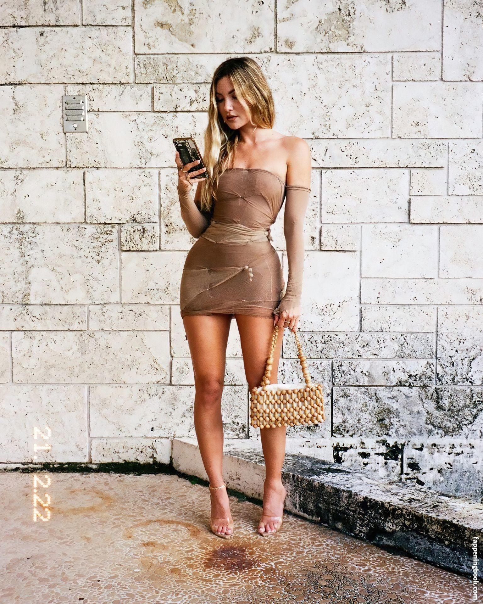Cassandre Davis Nude