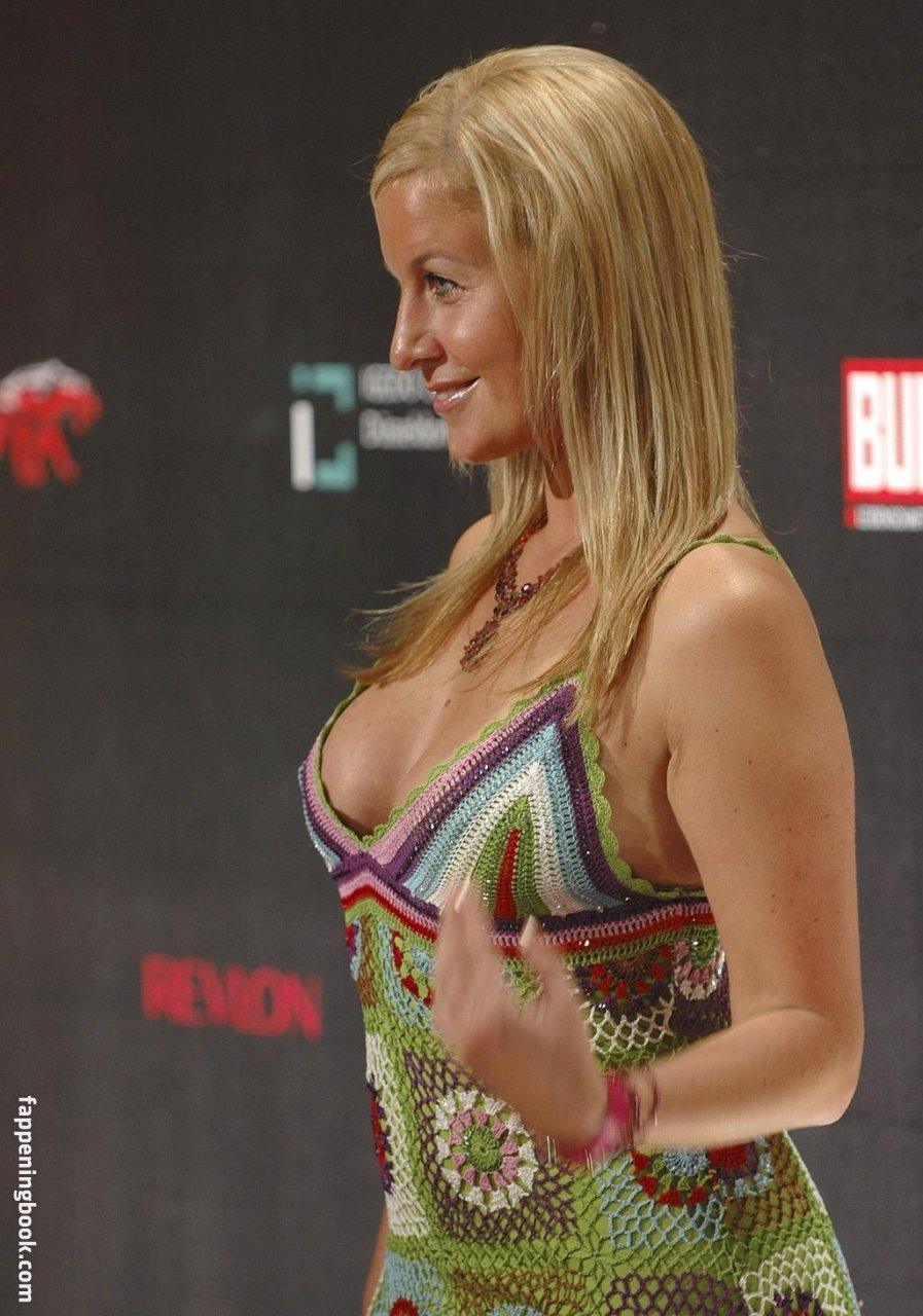Topless charlotte engelhardt Charlotte Engelhardt