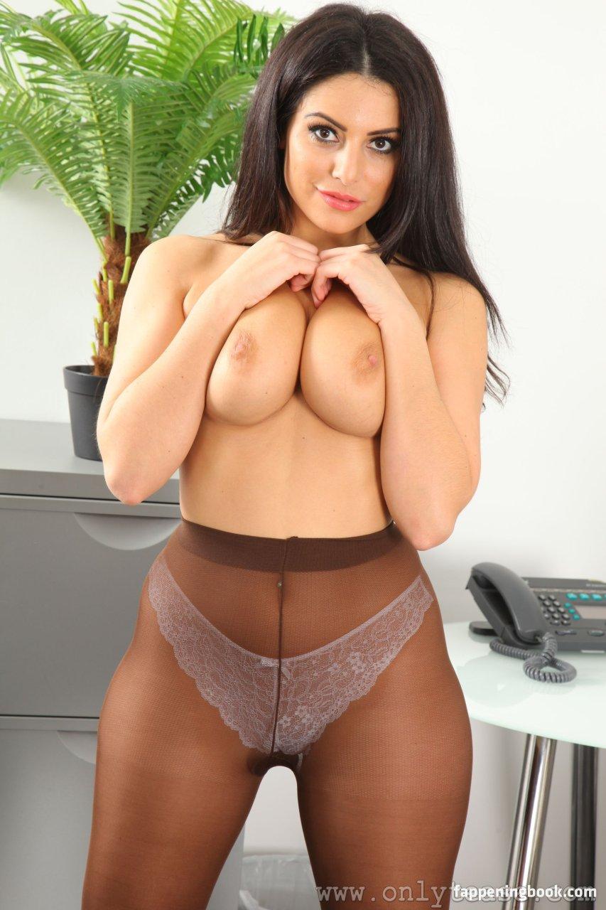Naked charlotte springer SexyNakeds