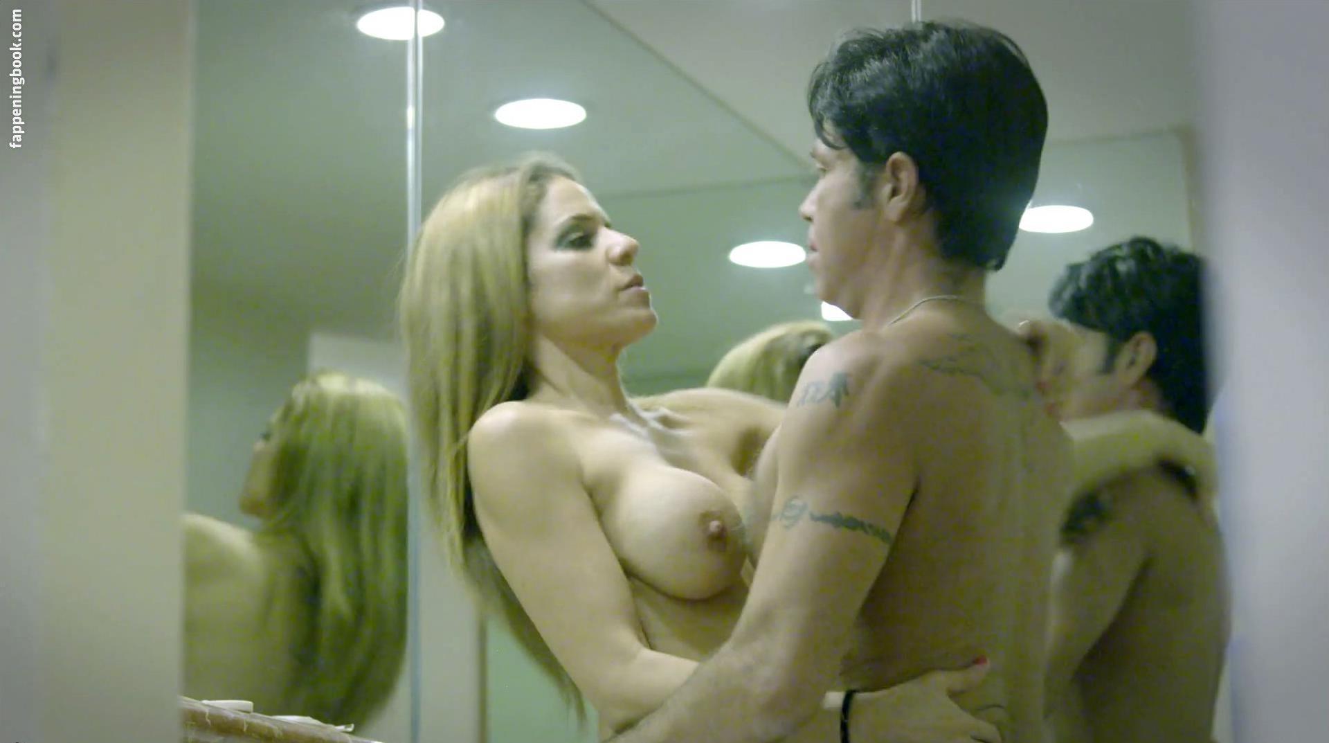 Cher Constantine  nackt