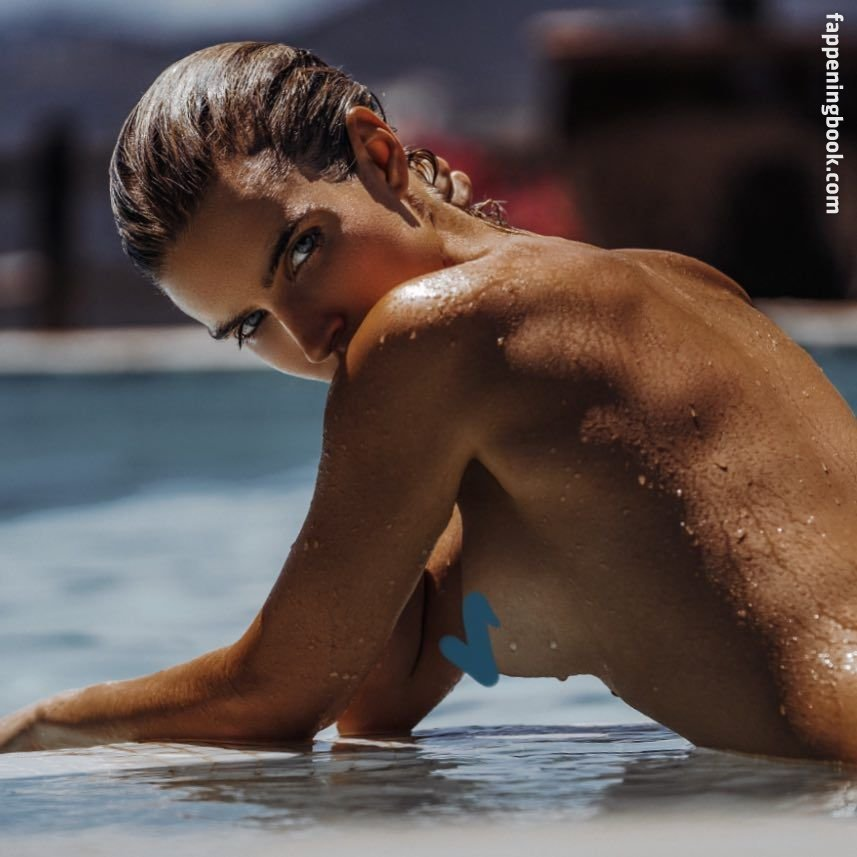 Chloë Holmes Nude