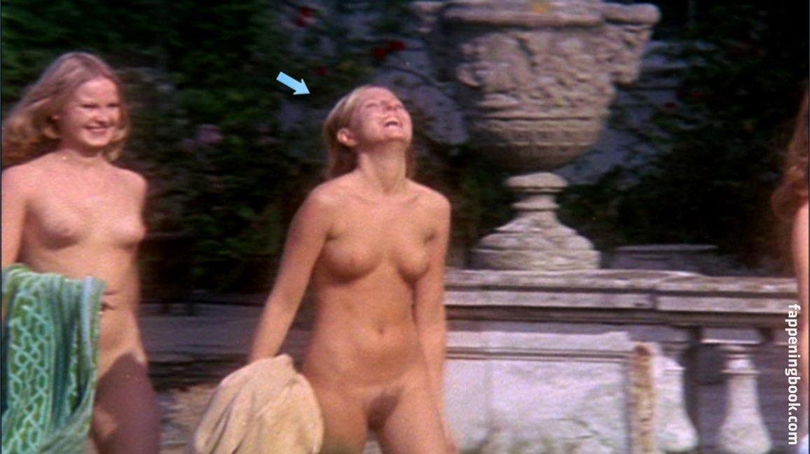 Christina Hart  nackt