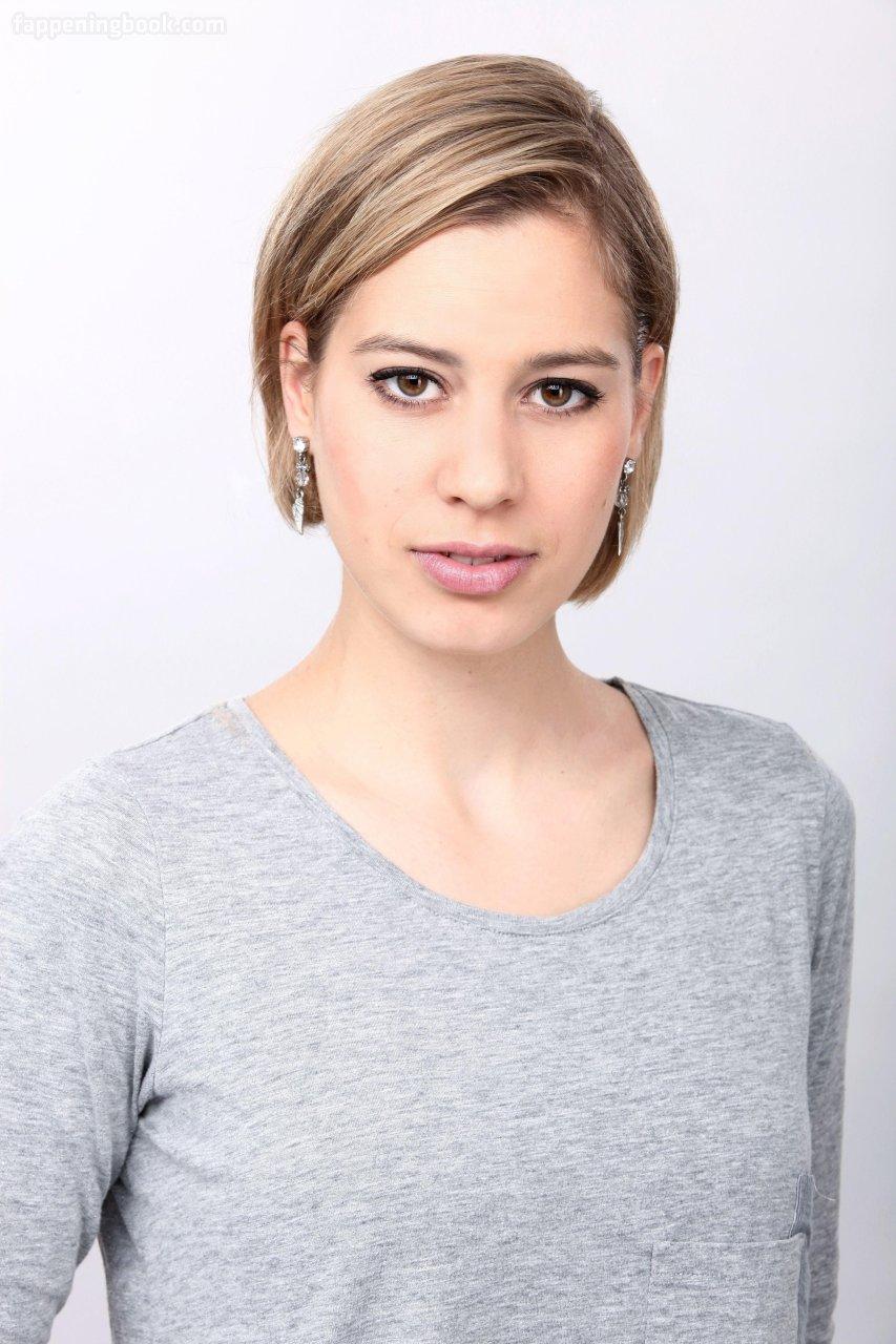 Danielle Newgren  nackt Greta Discover Greta